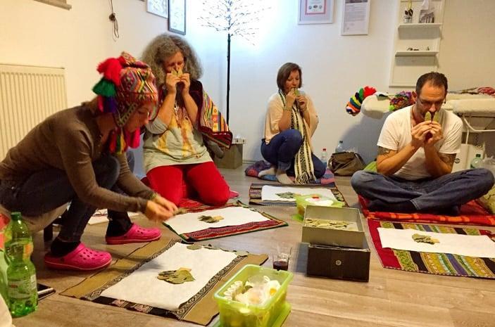 Gruppe während eines Kurses der Inka-Spiritualität in Deutschland, Österreich und Schweiz