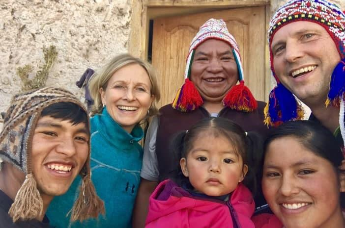 Die Inka-Meister Francisco Apaza Flores und Hans-Martin Beck mit ihren Familien in Cusco, Peru
