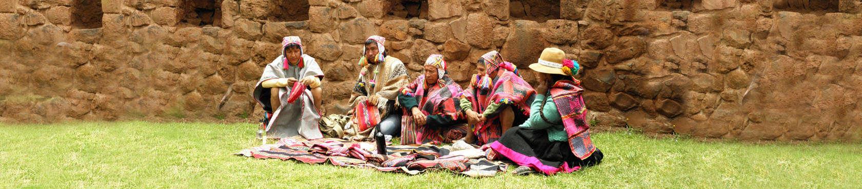 Eine Gruppe von Inka-Meistern und Schamanen aus Q'eros, Hochanden, Peru
