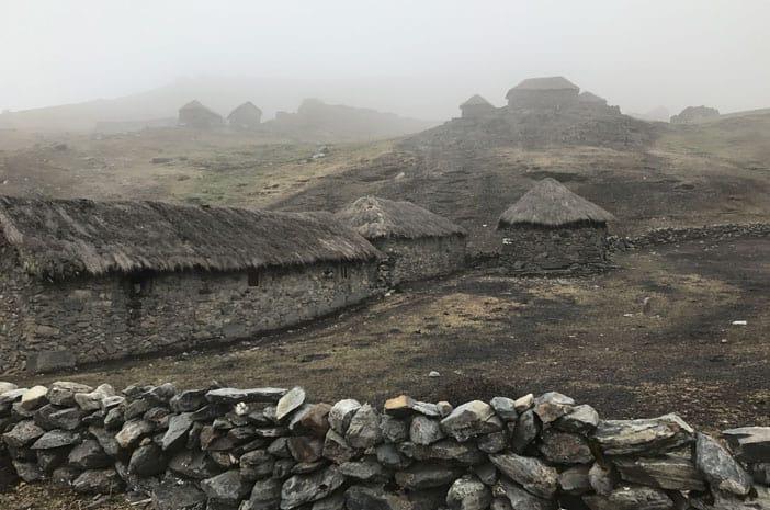 Häuser der Qeros in Qolpaqucho, einem kleinen Ort in den Hochanden von Peru