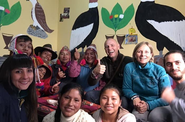 Die Inka-Meister Francisco Apaza Flores, Juan, Ricardo und ihre Familie mit Hans-Martin Beck und Freunden aus Italien