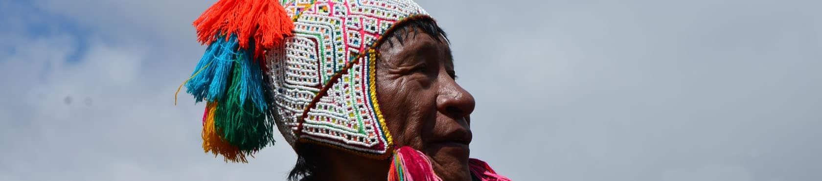 Martin Quispe Machacca, Altomesayoq und Hohepriester der Inkas, ruft die Pachama und die Spirits der Berge