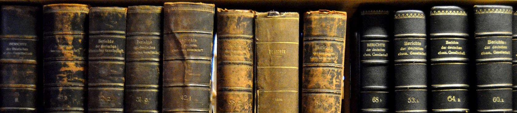 Übersichtsbild mit vielen alten Büchern für die Sektion Bücher rund um die Inka-Religion