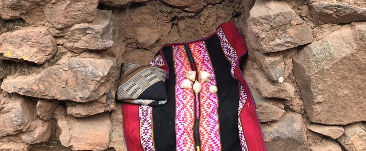 Die Mesa eines Inka-Schamanen mit seinen Chumpi-Steinen