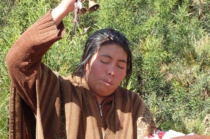 Die Inka-Meisterin Wilma bei einerm Despacho
